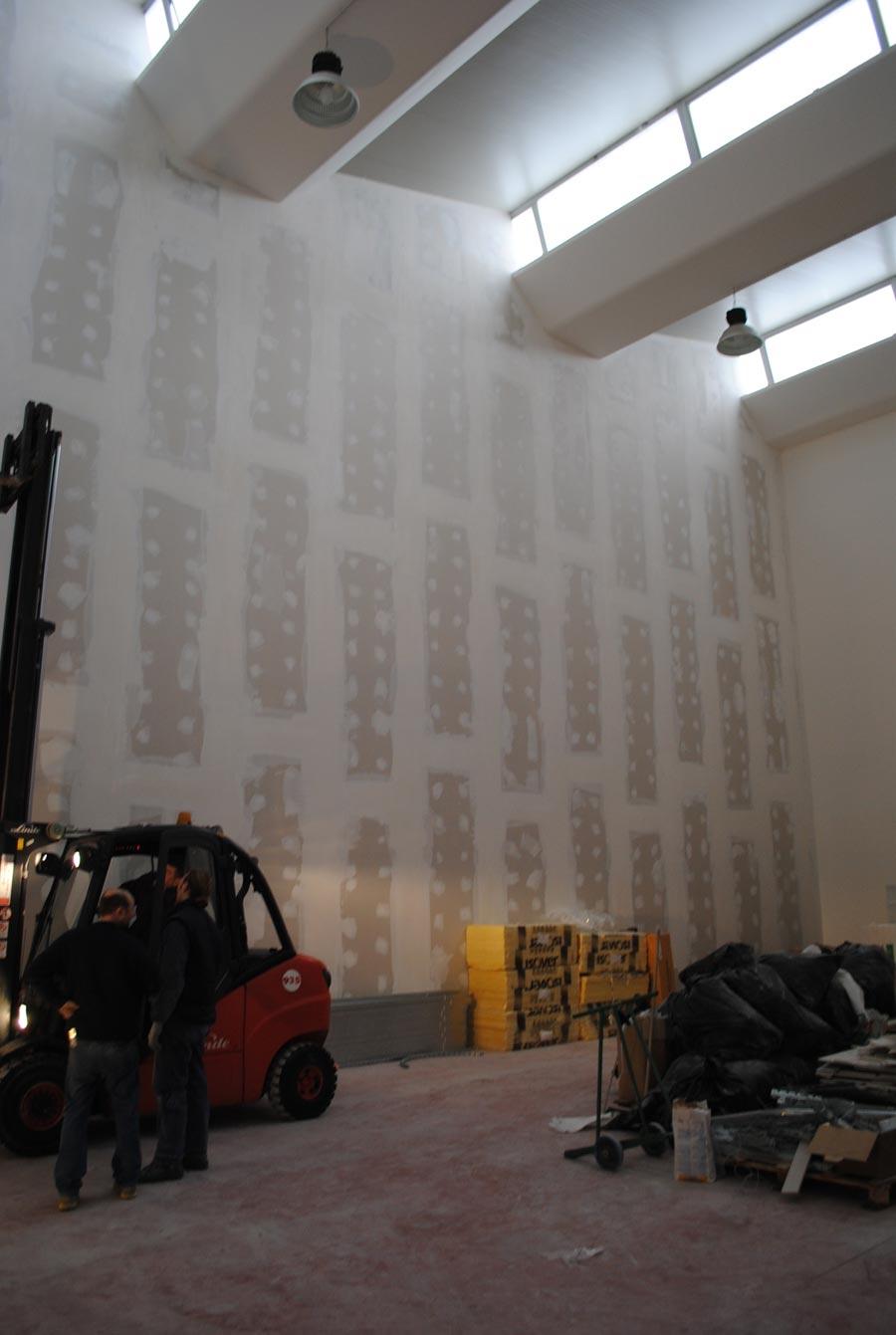 Fasi di di una parete in cartongesso alta mt con elevate for Pareti particolari in cartongesso