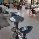 resized_FOTO 2 area break sgabelli e tavolini a 30€ cad
